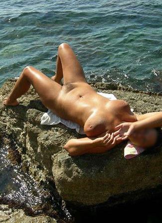 Photo artistique de nue sur la plage pour Paula 28 ans